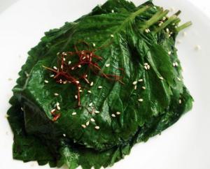 Kkaennip kimchi and Kkaennip jangajji