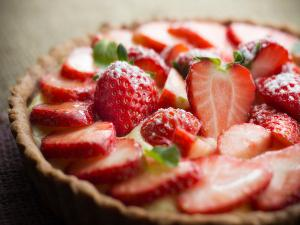 Strawberry Parfait Pie