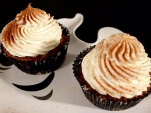 Carrot Pumpkin Cupcake with Maple Cinnamon Frosting
