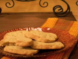 Cinnamon Pecan Shortbread: Cookie Jar