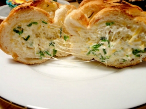 Betty's 4th of July Cheesy Herb Bread