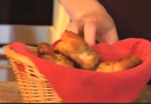 How to Make a Garlic Knot