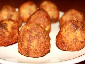 Keraisia Pattice Athwa Kervai ( Banana Pattice Stuffed With Dry Fruits )