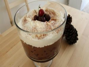 How to make Black Forest Christmas Trifle