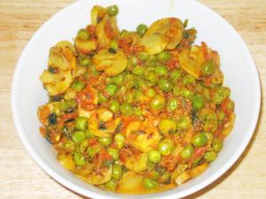 Mushroom And Peas Curry