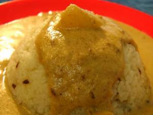 Varai Bhat ni Shengdanyachi Amti (Vrat ke Chawal With Spicy Peanut Gravy)