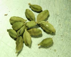 Uses and benefits cardamom powder