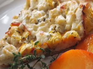 Peach, Gorgonzola & Thyme Pizza