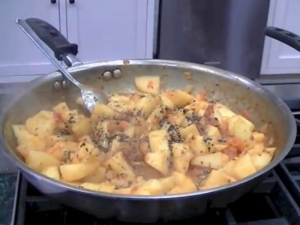 How to Make Achari Aloo / Spiced Potatoes