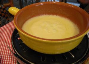 Creamy Smooth Cheese Fondue