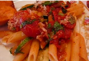 Healthy Pasta with Tomato And Zucchini Sauce