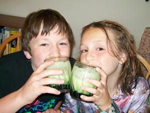 Two Kids Cooking TV: Orange Cream Smoothies