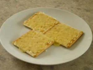 Microwaved Cheese Crackers