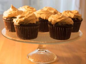 Chocolate Cupcakes with Fluffy Peanut Butter Frosting: Cupcake Show #8