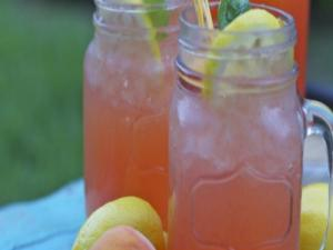 Fresh Peach Lemonade: Mother's Day Brunch