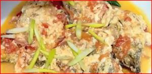 Fish Sarciado (Sarshiadong Isda) - Filipino Fried Fish in Sauce