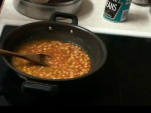 Baked Beans with Bread Buns