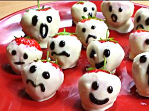 How to Make Halloween Strawberry Ghosts