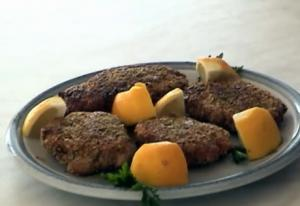 Salmon Cakes Coated with Pistacchio