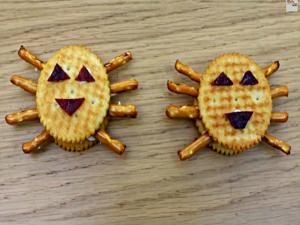How to Make Spooky Spider Crackers