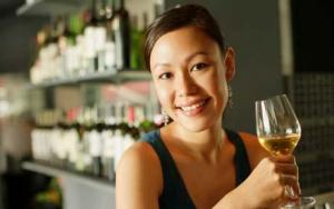 two and a half drinks of wine daily to avoid heart attack