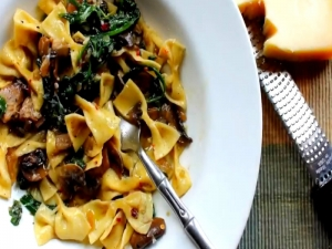Fresh Farfalle with Mushrooms & Spinach