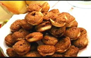 Doña Rossana cooks Walnut cookies