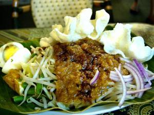 Curried salad