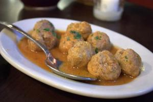 Spicy Meatballs With Peanut Sauce