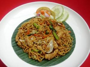 Stir-Fried Chicken With Rice Noodles