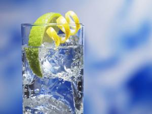 water with lemon wedge