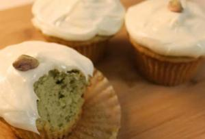 Pista Cupcakes with Cream Cheese Frosting