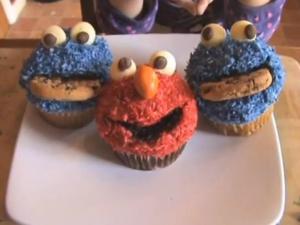 CookieMonster / Elmo Sesame Street Cupcakes