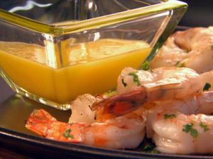 Grilled shrimp with dipping sauce
