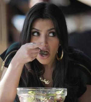 Kim eatin Salads as per her diet plan