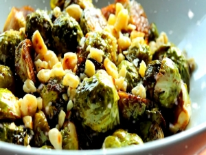 Honey-Balsamic Glazed Brussels Sprouts with Toasted Hazelnuts