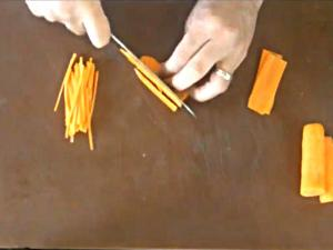 Cutting Fine Vegetable Julienne