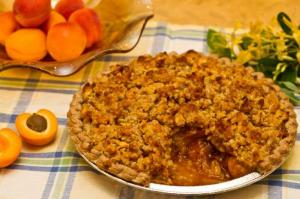 Apricot Pie with Crumble Topping