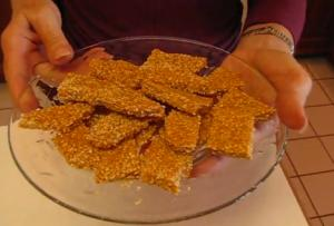 Sweet and Crunchy Sesame Seed Brittle Candies