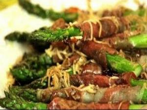 Thanksgiving Recipes : Asparagus Wrapped with Prosciutto