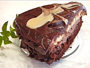 Betty's Olive Garden Black Tie Mousse Cake
