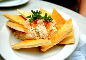 Hummus With Toasted Pita