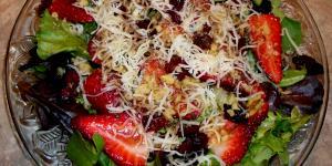 Strawberry Field Green Salad Recipe