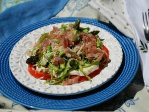 How to Make Raw Aparagus Salad
