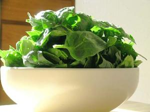 slice spinach for soup