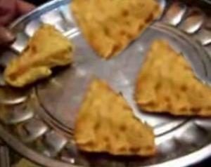 Aloo Bonda / Bread Pakoda Making Made Easier
