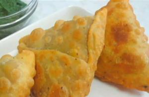 Paneer and Cauliflower Samosa with Crispy layer