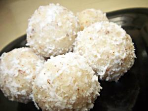Snowy Coconut Laddoo