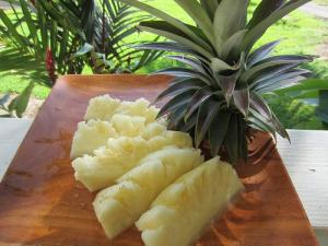 How to Cut a Pineapple, Hawaiian Style