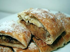 Apple Strudel - The Aubergine Chef